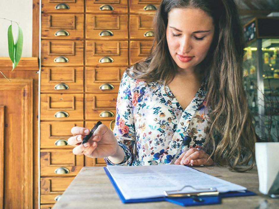 Wohnungsgeberbestätigung, Vermieterbescheinigung, Wohnsitz anmelden, Einwohnermeldeamt, Formular, Foto: iStock.com/RoBeDeRo